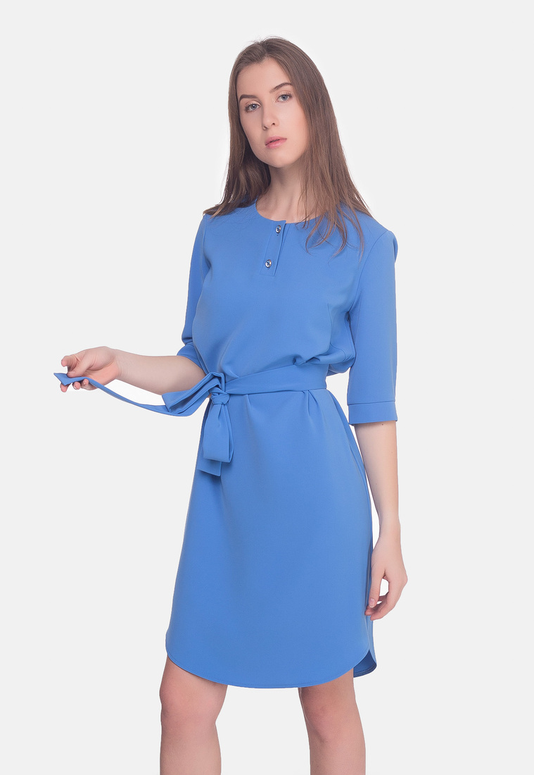 Платье с поясом нежно голубого цвета